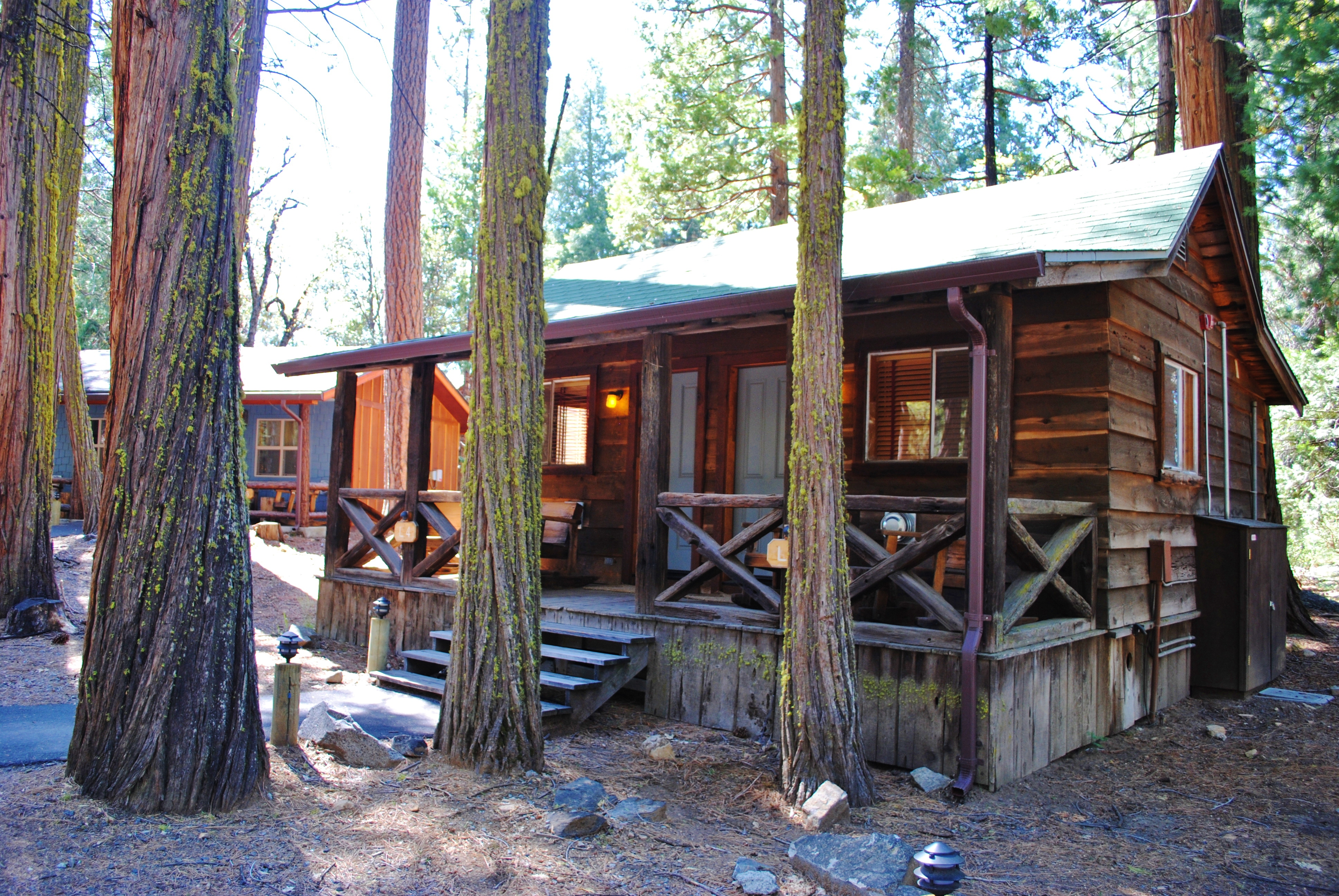 The best lodging outside yosemite evergreen lodge the for Cabins in yosemite
